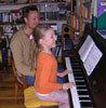 Musikpaedagoge Dirk Kreysing und Schülerin